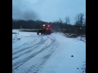 Зимний дрифт на тракторе