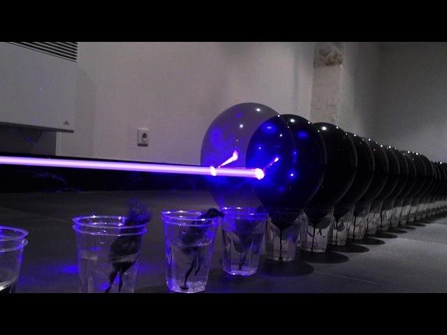 ポケットブルーレイレーザーはラインに100黒い風船を殺す。 ワールド