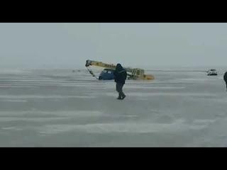 В Павлодарской области приехали вытаскивать провалившуюся под лёд Ниву, утопили кран и Камаз