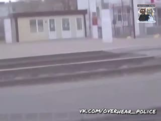 Нападение с монтировкой водителя на полицейских в Волгограде попало на видео