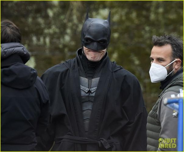 Не Роберт Паттинсон на очередных фото со съёмок «Бэтмена»